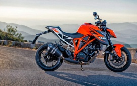 KTM 1290 Super Duke R Side View