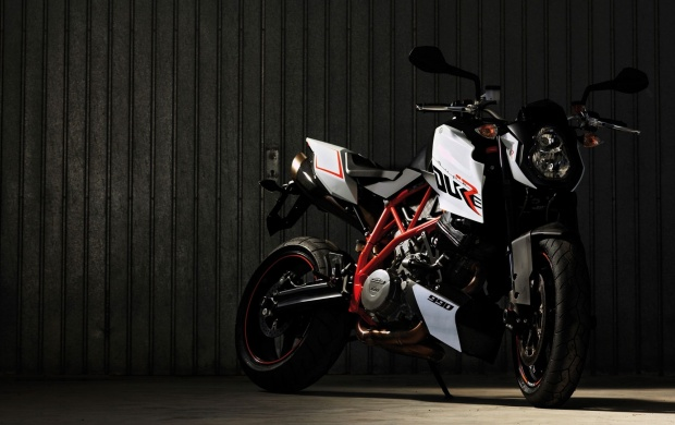 9063 Views KTM 990 Super Duke R 2013