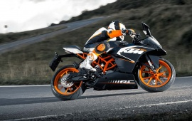 KTM RC200 First Look 2014
