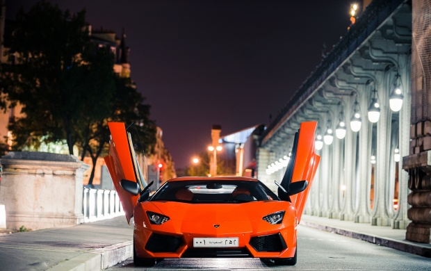 Lamborghini At City Night (click to view)