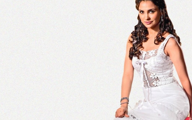 Lara Dutta White Dress (click to view)