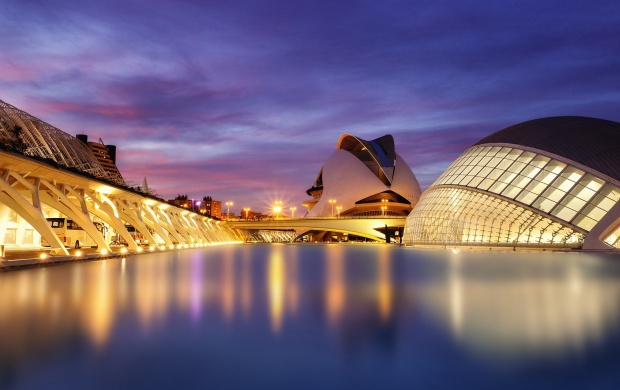 L'Hemisferic Valencia Spain (click to view)