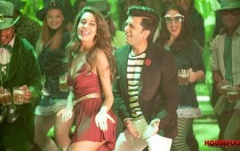 Lisa Haydon Riteish Deshmukh In Housefull 3