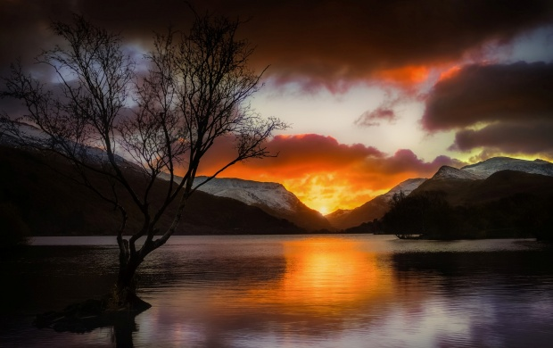 Llyn Padarn Sunrise (click to view)