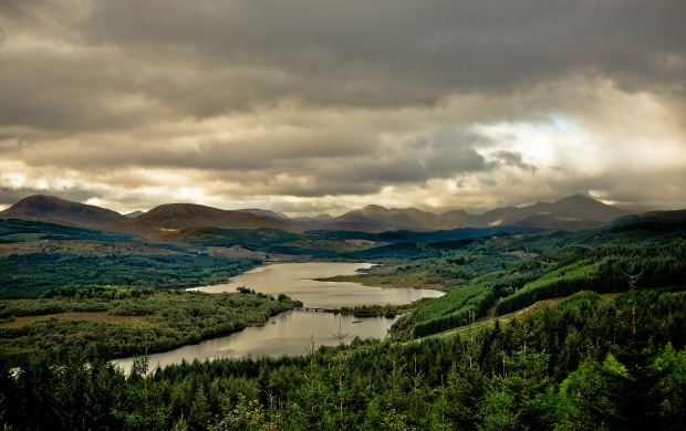 Loch Garry (click to view)