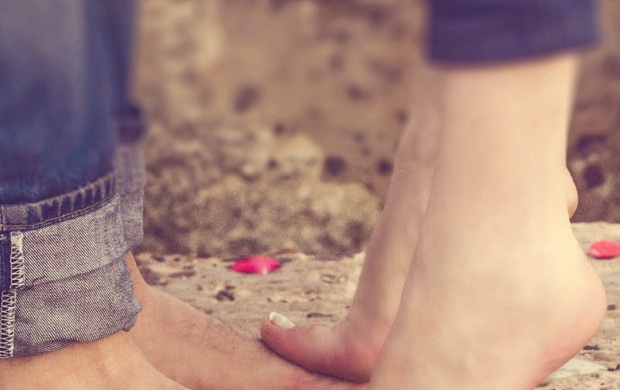 Love Couple Feet And Petals (click to view)