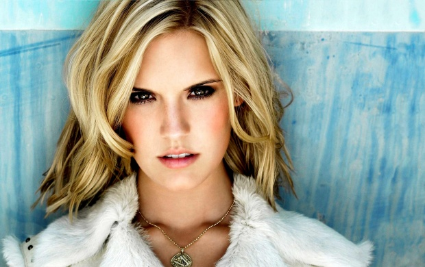 Maggie Grace (click to view)