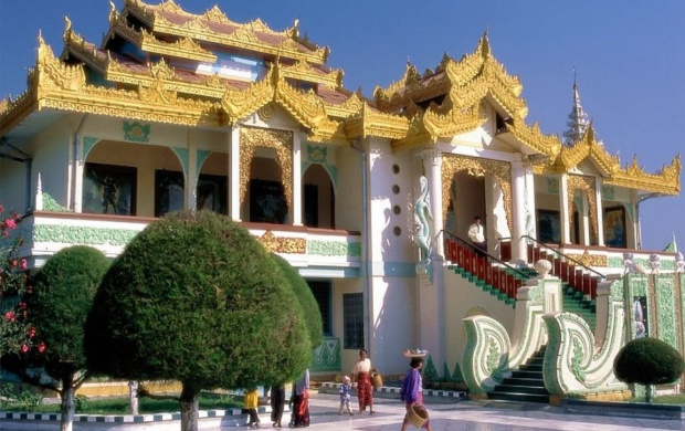 Mahamuni Buddha Temple (click to view)