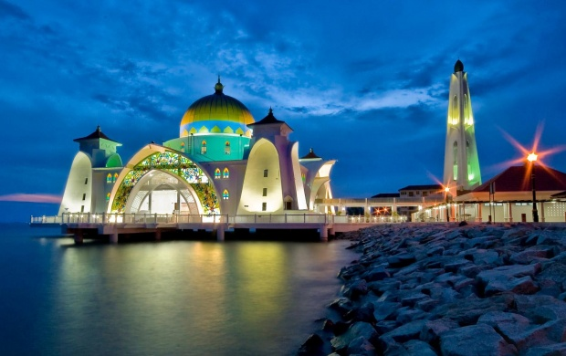 Malacca Straits Mosque (click to view)
