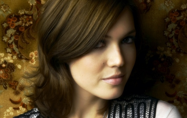 Mandy Moore (click to view)