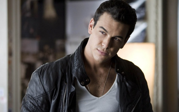 Mario Casas (click to view)