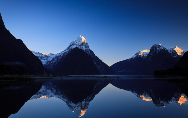 Milford Sound Sunrise New Zealand (click to view)