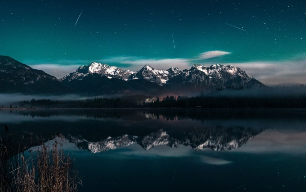 Milky Way Galaxy Lake Light (click to view)