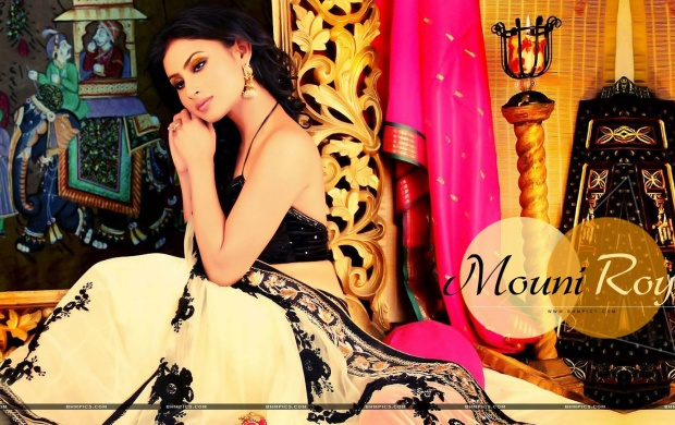 Mouni Roy (click to view)