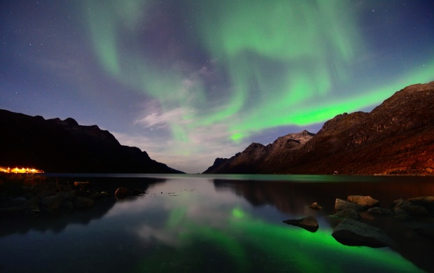Mountains Northern Lights Reflection (click to view)