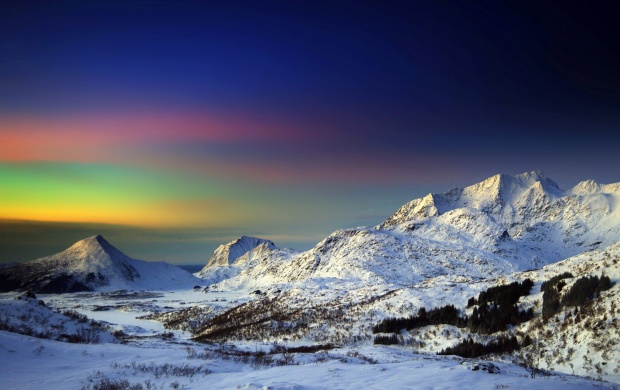 Mountains Winter Northern Lights (click to view)