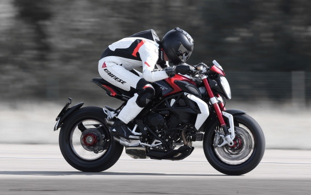 MV Agusta Brutale 800 First Ride 2016 Wallpapers