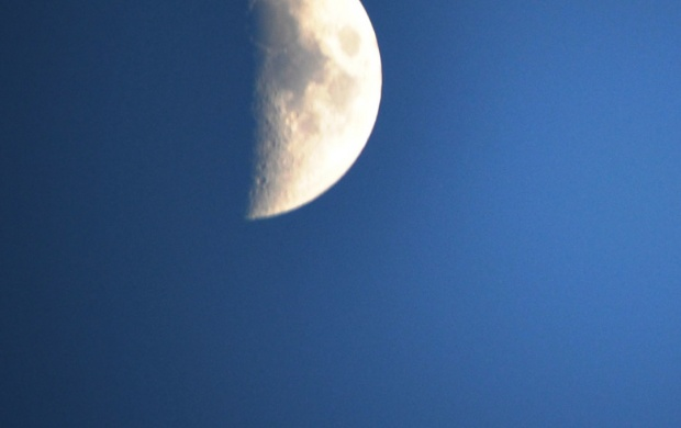 Nice Moon At Blue Sky (click to view)