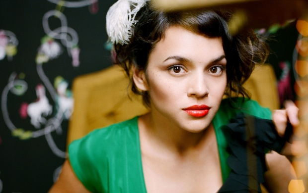 Norah Jones (click to view)