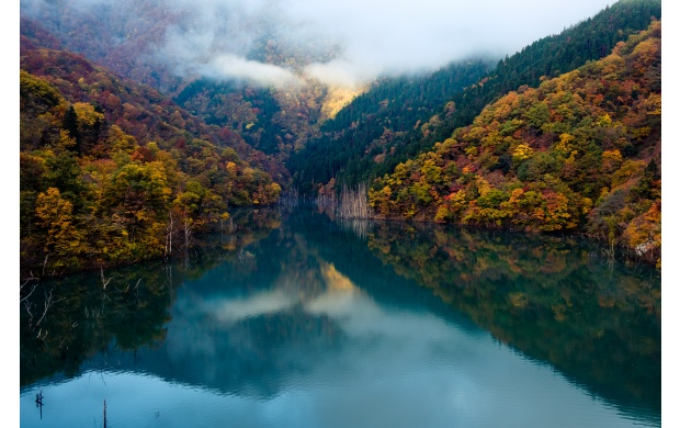 Peaceful Mountain Lake  (click to view)