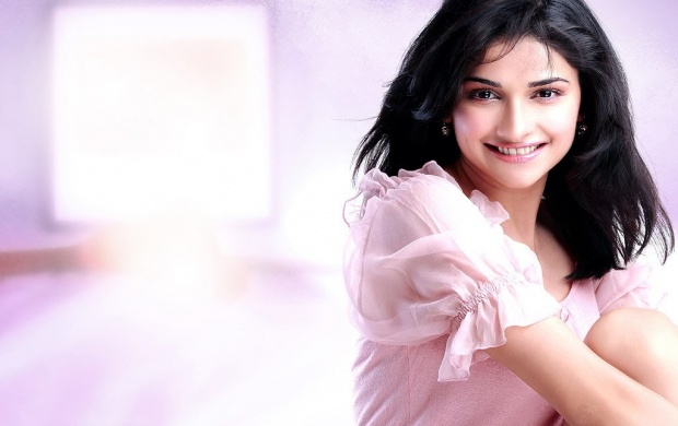 Prachi Desai In Pink Dress (click to view)