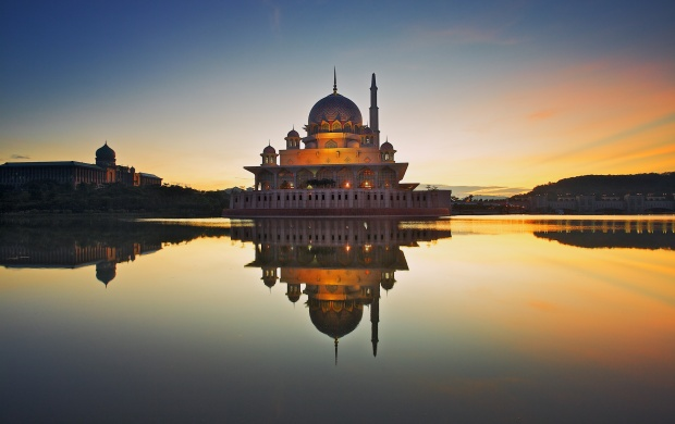 Putra Mosque Lake (click to view)
