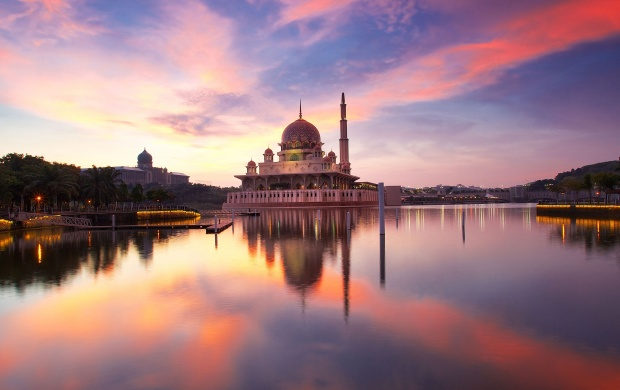 Putra Mosque Malaysia (click to view)