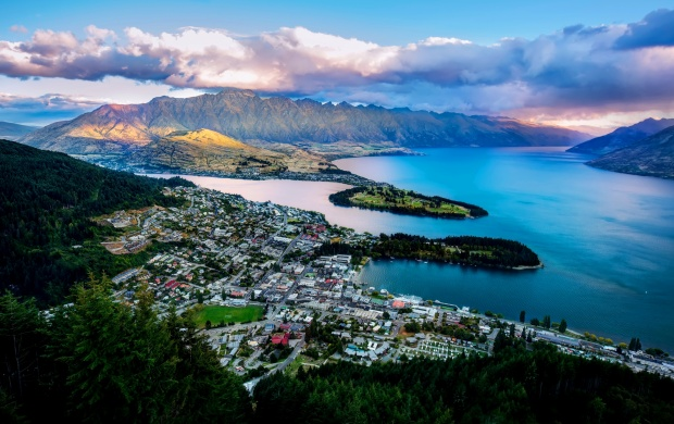 Queenstown City New Zealand (click to view)
