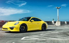 Racing Yellow Porsche 991