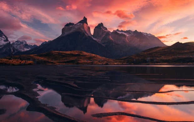 Red Sky Mountains Lake Clouds (click to view)