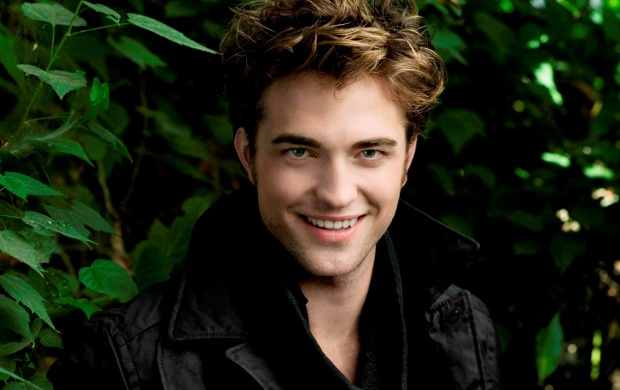 Robert Pattinson Cute Smile (click to view)
