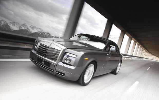 Rolls Royce Phantom Coupe (click to view)