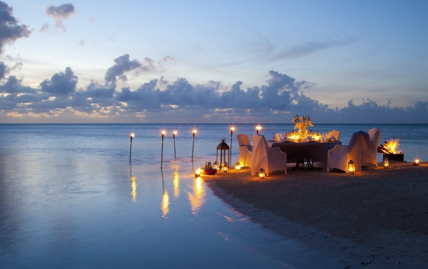 Romantic Candle Light Dinner At Beach (click to view)