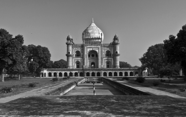 Safdarjung Tomb In Delhi (click to view)