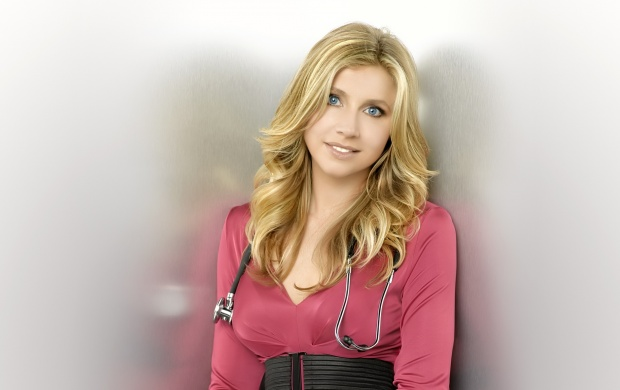 Sarah Chalke (click to view)