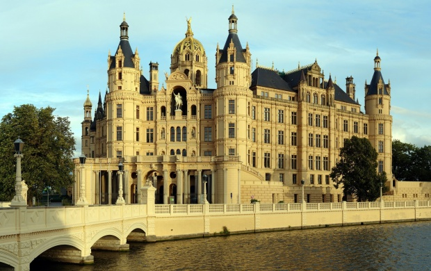 Schwerin Castle (click to view)