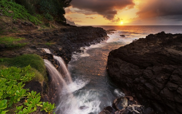 Sea Coast Waterfall (click to view)