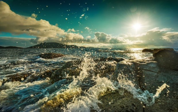 Sea Waves Splashing on The Rocks (click to view)