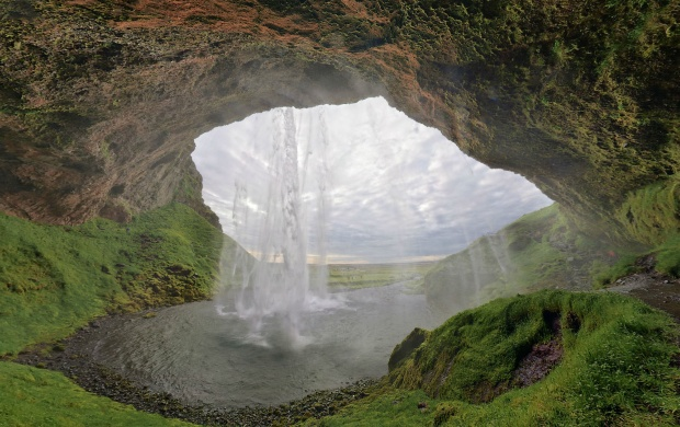 Seljalandsfoss (click to view)