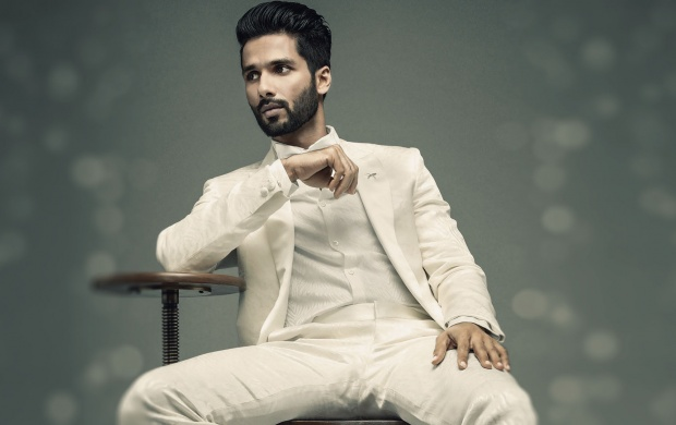 Shahid Kapoor GQ India (click to view)