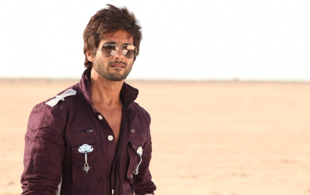 Shahid Kapoor In Brown Shirt (click to view)