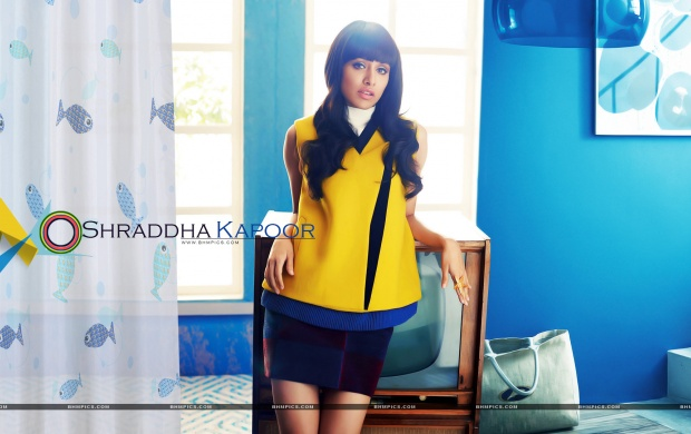 Shraddha Kapoor In Yellow Top (click to view)