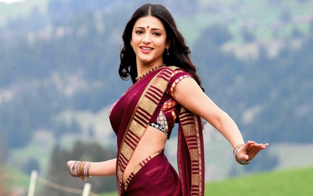 Shruti Hassan In Red Saree (click to view)