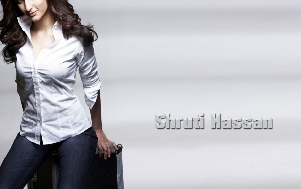Shruti Hassan In White Shirt (click to view)
