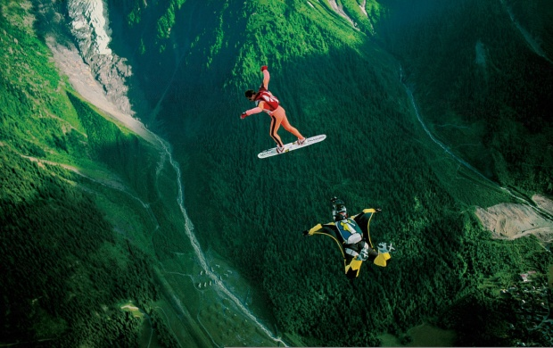 Skydivers Parachuting Valley (click to view)