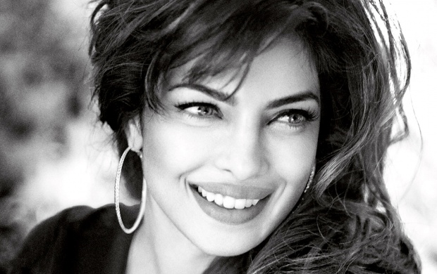 Smile Queen Priyanka Chopra (click to view)