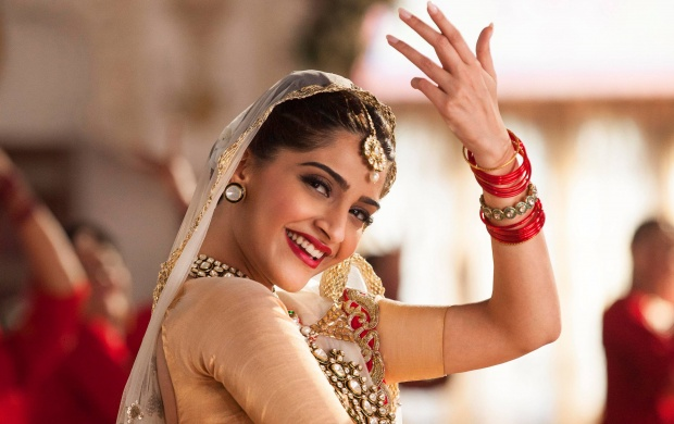 Smile Queen Sonam Kapoor (click to view)