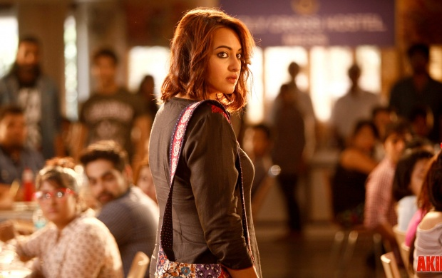 Sonakshi Sinha In Akira Movies (click to view)