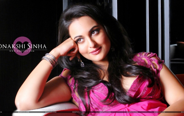 Sonakshi Sinha In Pink Dress Wallpapers