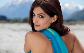 Sonam Kapoor In Back Side